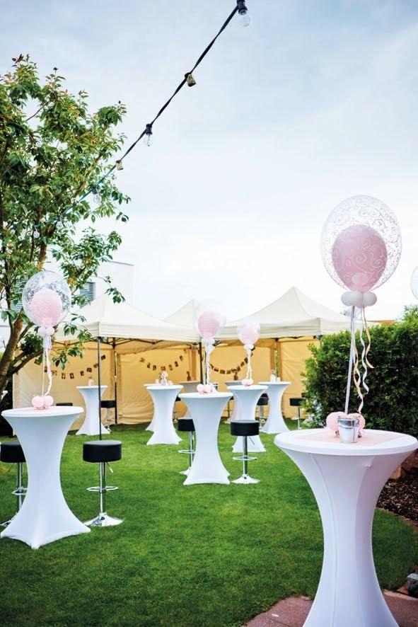 Bubble-Ballon Dekoration mit Innenballon in Ihrer Wunschfarbe.  Im abgebildeten Vintage Stil auf Stehtischen im Gartenbereich besonders effektvoll.