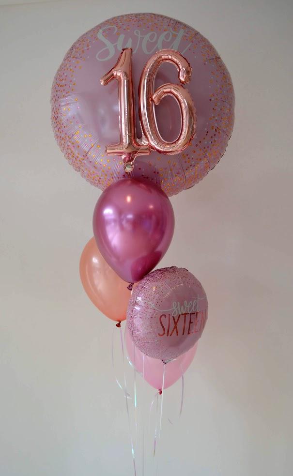 Sweet Sixteen. Zum 16. Geburtstag ein Bouquet in überwiegend rosegold. Einzigartig: der große Folienballon als Topping mit 16 in 3D.