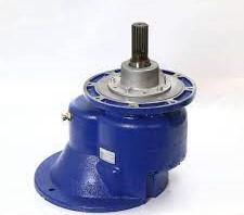moto-reductor Pofer: eje y motor. Engranaje y caja reductora Pofer cemento.