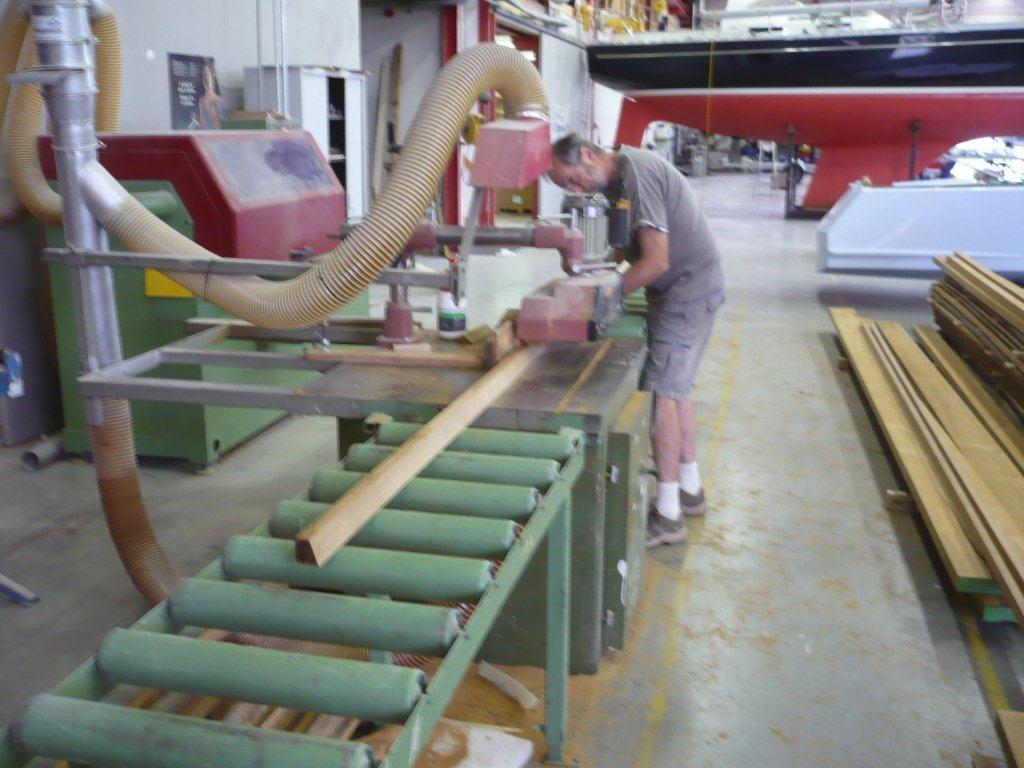Das Teak fürs Deck wird geschnitten ... - 29.06.2011