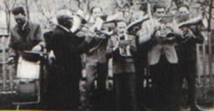 Von links nach rechts: Felix Asen sen., Vinzenz Zwickel, Adam Klaar, Johann Asen, Felix Asen, Josef Esterbauer, Josef Mayer, Rudolf Asen. Franz Kneißl mußte die Schulbank drücken