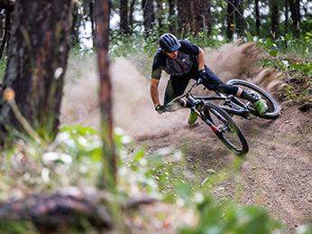 Biken im Wald