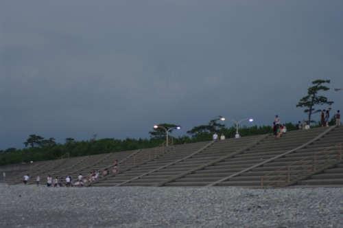 千本浜防波堤(今回の震災で高さが不足していることが指摘されている)