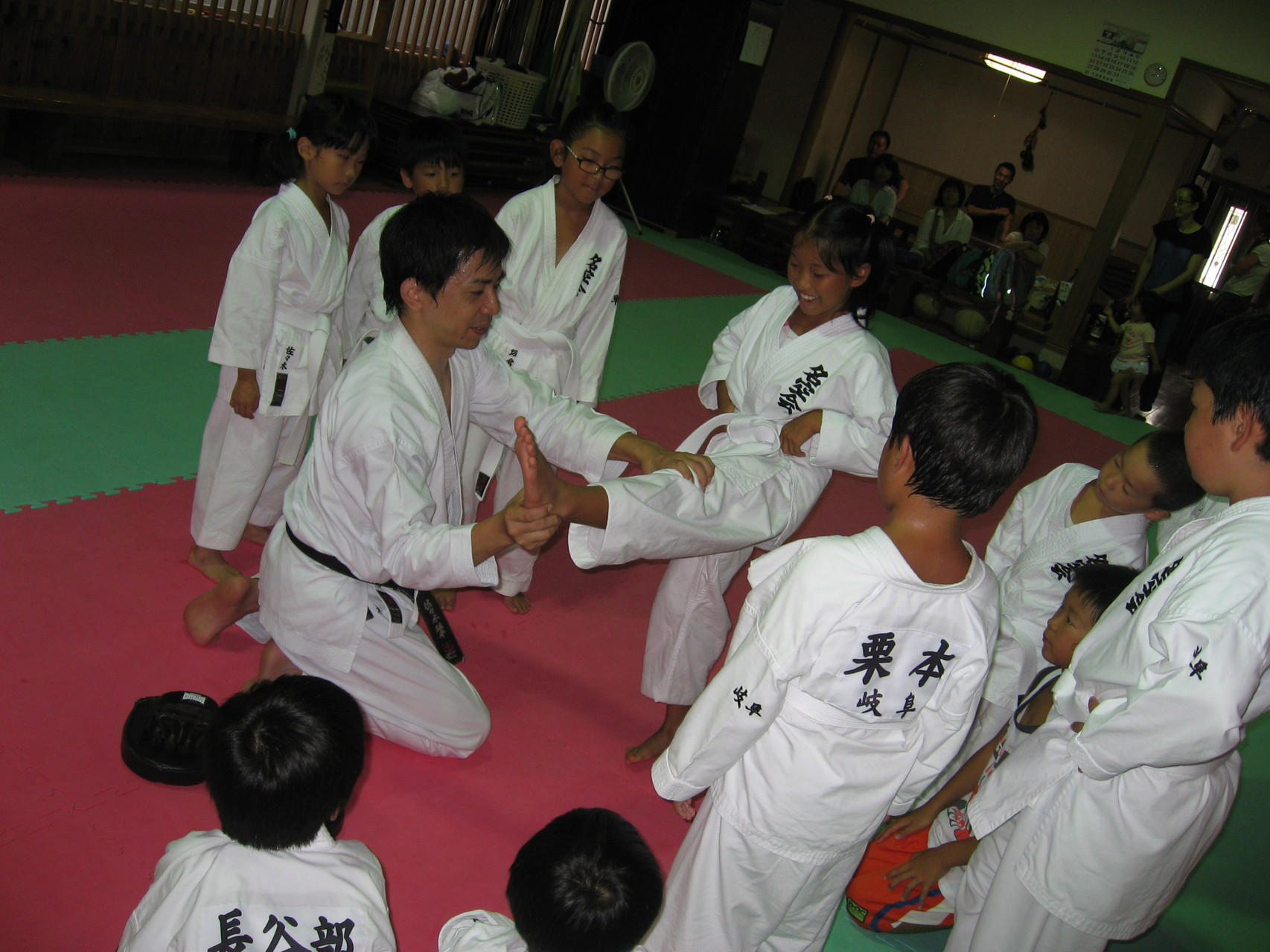 大垣道場での特別練習 前蹴り指導