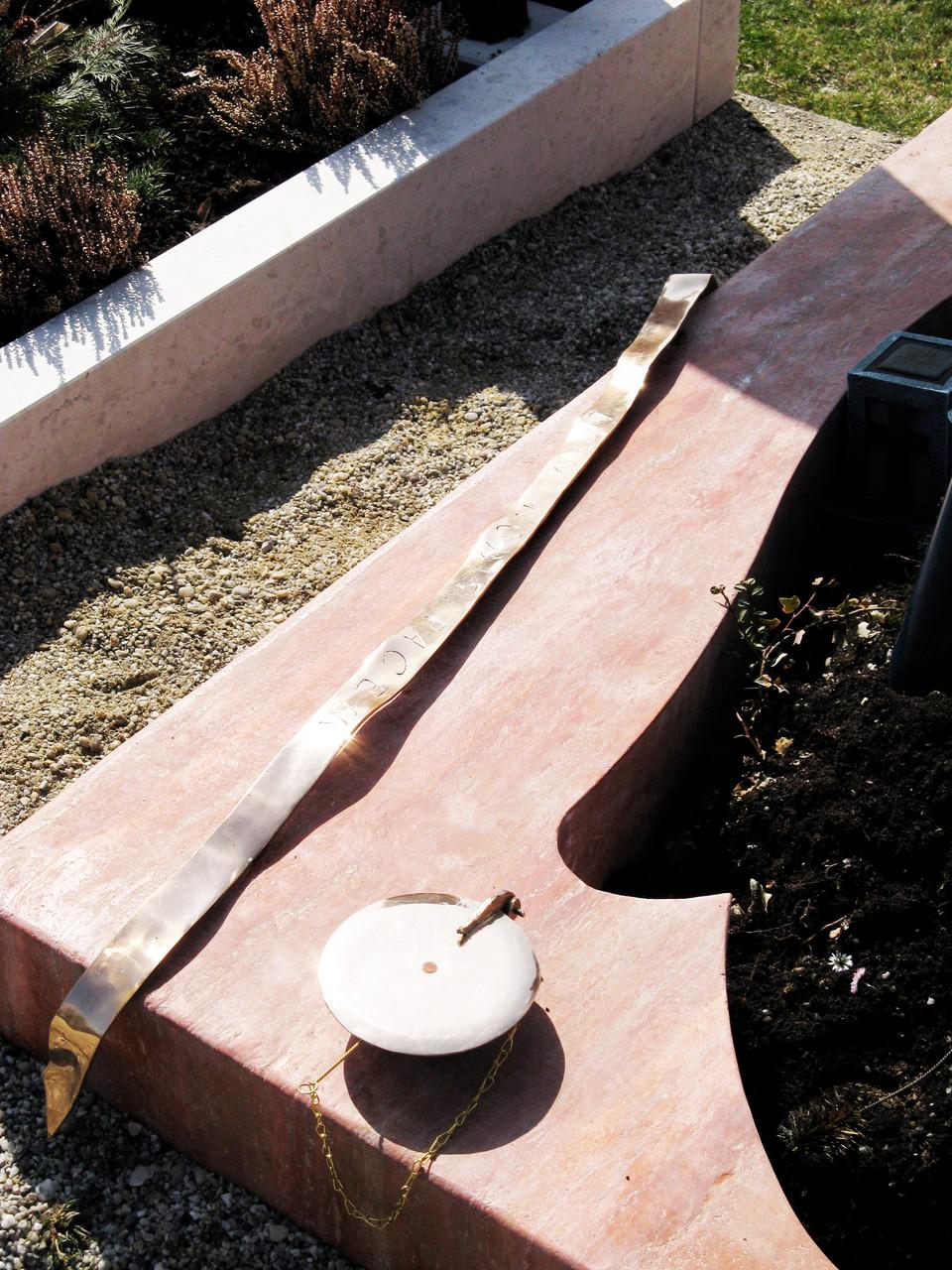 Die beiden Bronzeteile werden befestigt.