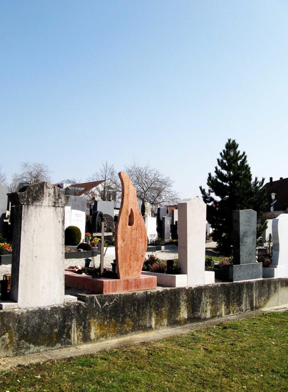 Rückseite des Grabmals