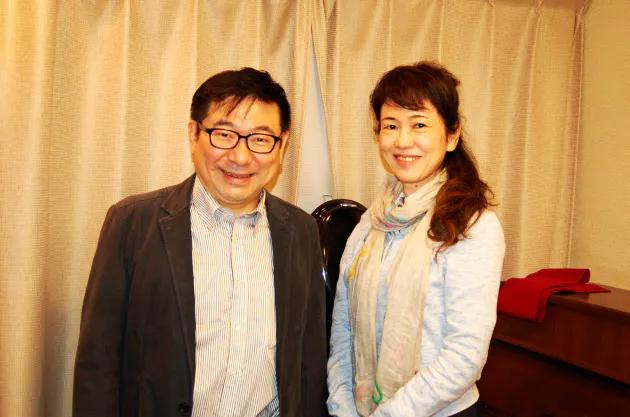 山本祐ノ介氏と妻でピアニストの小山京子氏