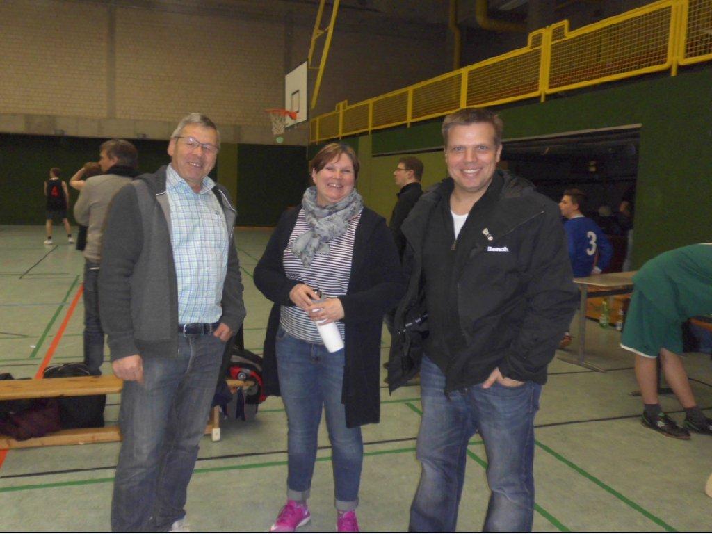 von rechts: Herr Imsieke (Sportamt Münster), Frau Kutter (zukünftige Organisatorin des Regionalturniers), Herr Riemer (Veranstalter)