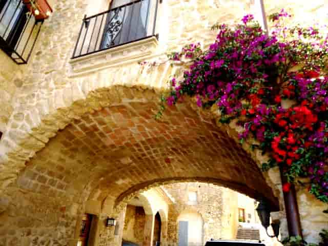 Едем в средневековую Каталонию