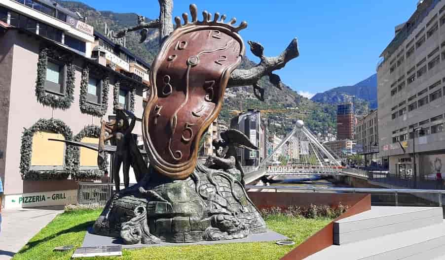 Скульптура Сальвадора Дали в Андорре