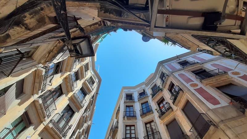 Самая маленькая площадь Барселоны