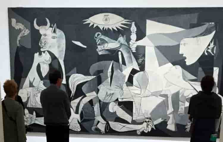 Центр искусств королевы Софии в Мадриде