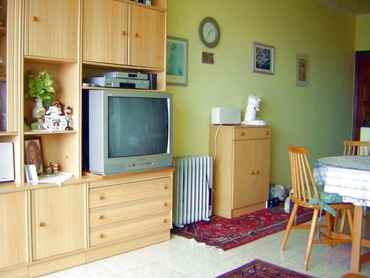 Ansicht der Schrankwand mit Sat - TV