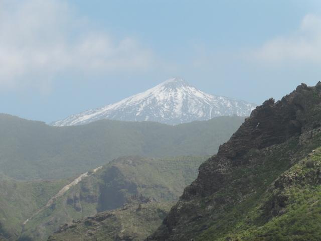 Blick auf den verschneiten Teide  von Teneriffa.