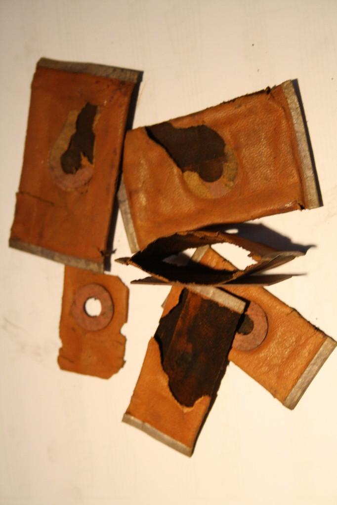 Die Membranen sind zum Großteil kaputt, diese erzeugen einen konstanten Luftdruck unter der Pfeife.