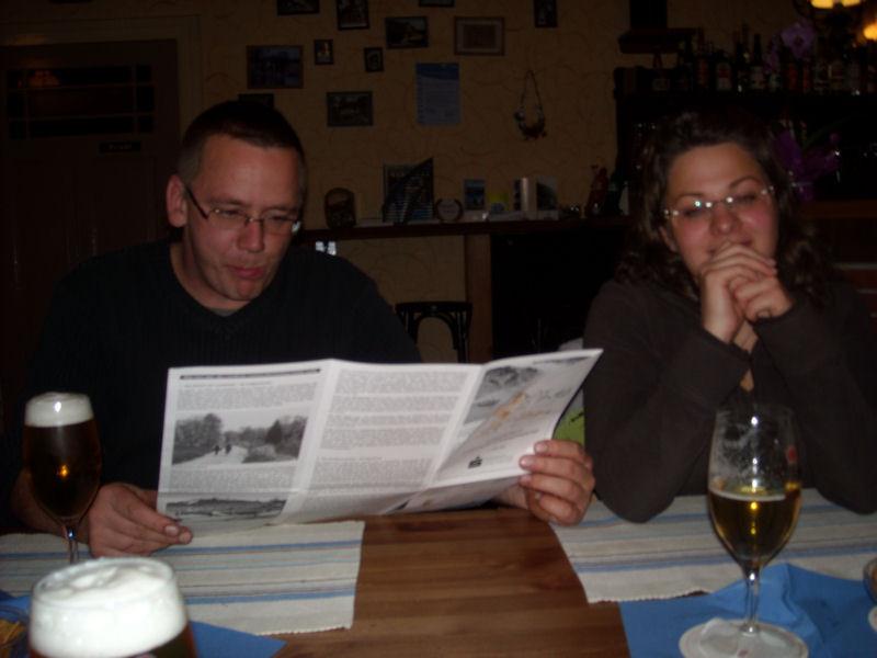 Und klar... Dennis und die Karte? Voller Optimismus wurde der kommende Sonntag vorausgeplant.