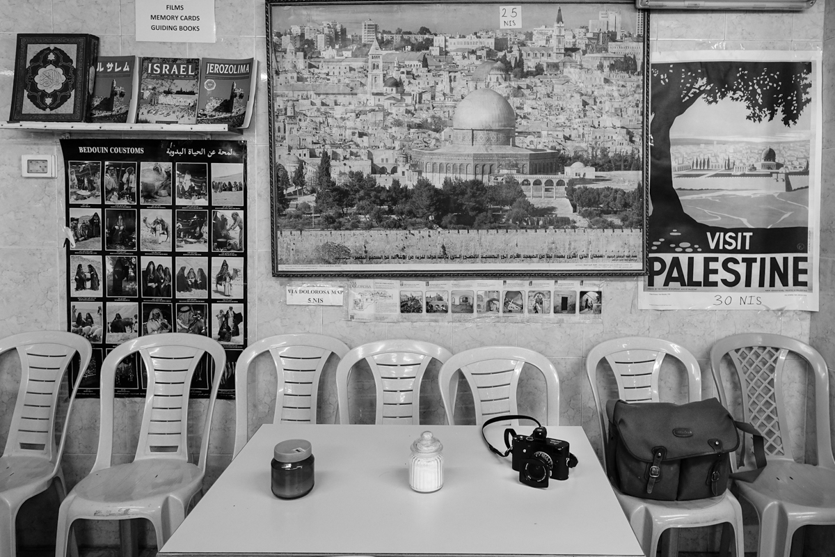 Habu El-Halaweh coffee shop at Lion's gate © François Struzik - simply human 2019 - Jerusalem