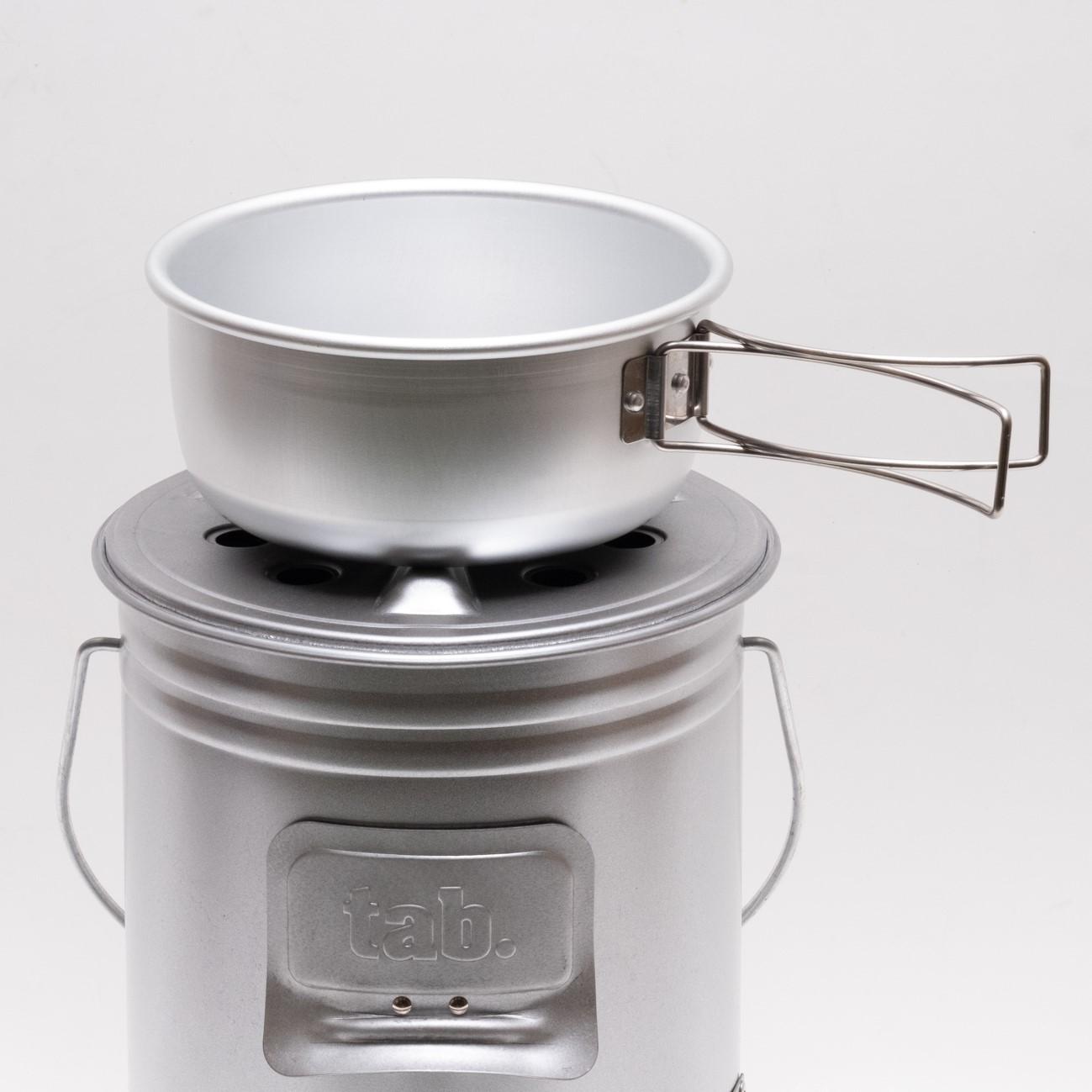 缶ストーブの蓋が五徳になるのでそのまま調理も可