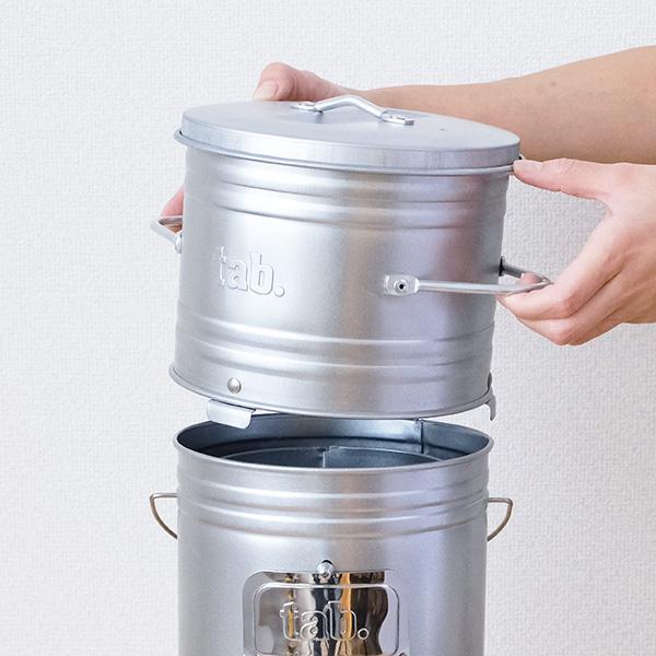 缶ストーブのフタを外してセットします。