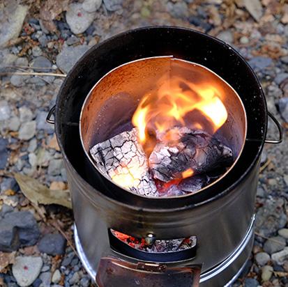 木炭や練炭などいろいろな燃料が使えます