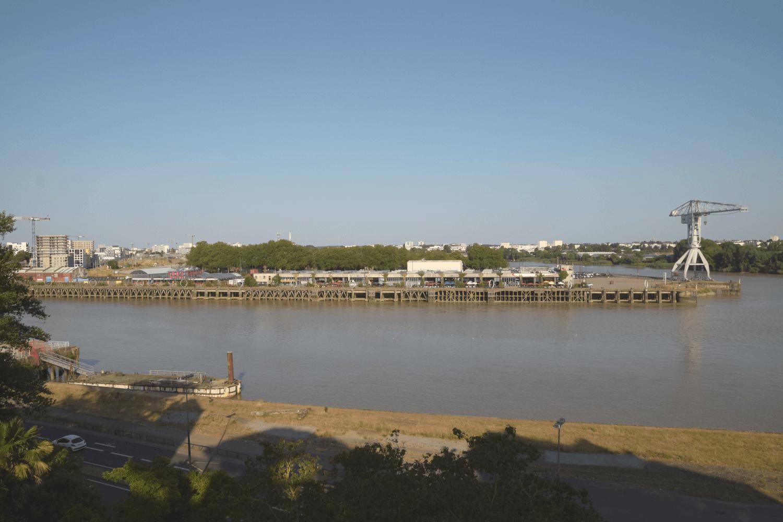 Blick auf die Île de Nantes mit den alten Hafenlagerhallen
