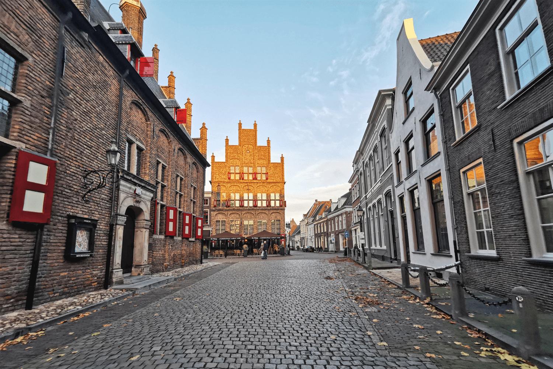 Das älteste Restaurant der Niederlande wird von der Sonne golden angeleuchtet