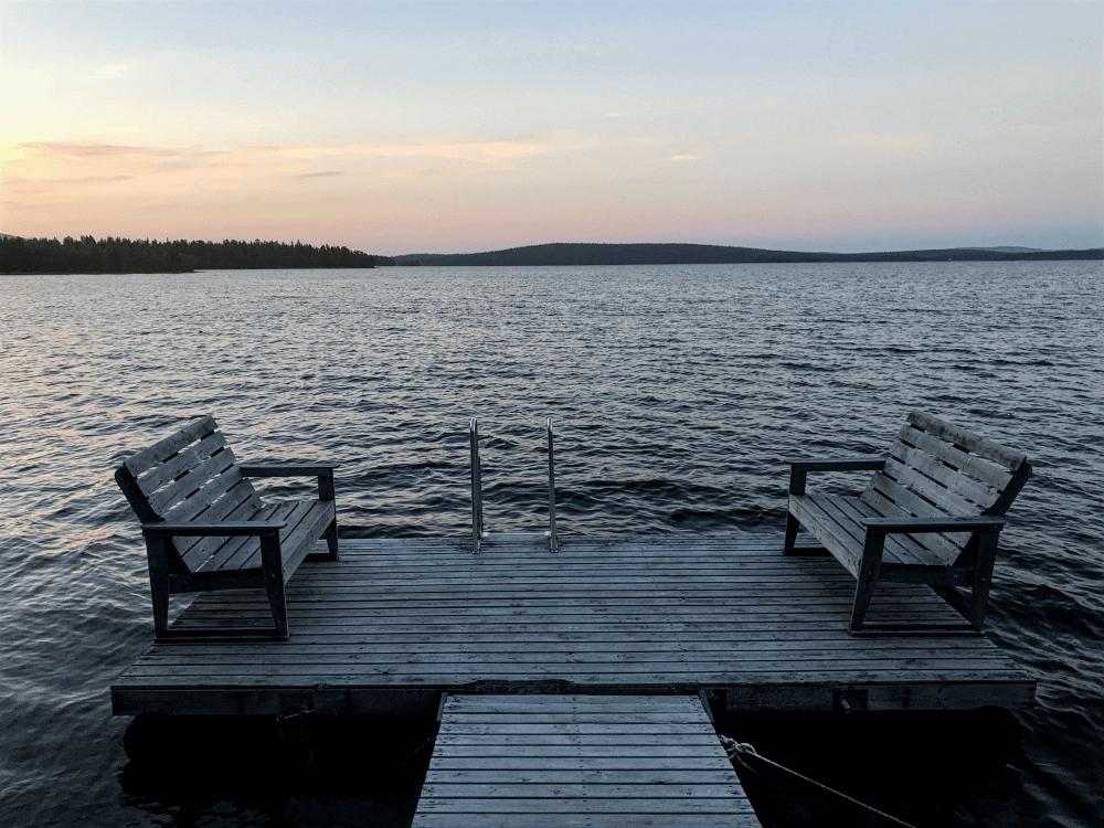 Gemütliche Sitzgelegenheit direkt am See