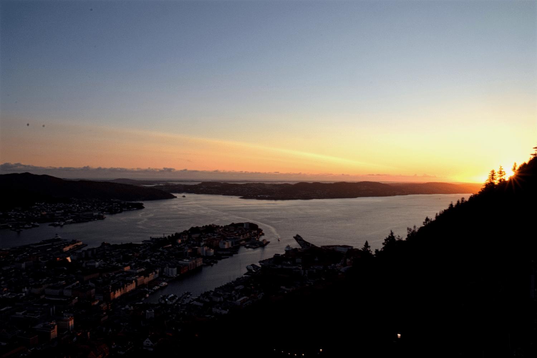 Perfekter Sonnenuntergangsspot: Auf der Aussichtsplattform am Fløyen
