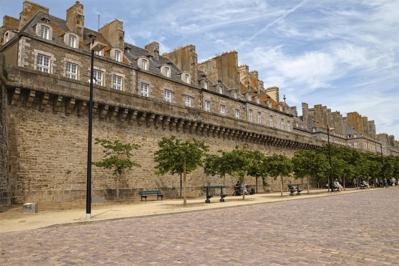 Die Alstadt von St. Malo ist umgeben von einer Stadtmauer