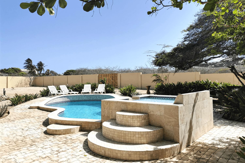 Der Pool in der wunderschön angelegten Apartmentanlage