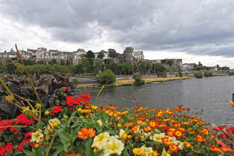 Blick von der Pont de Verdun auf das Schloss von Angers
