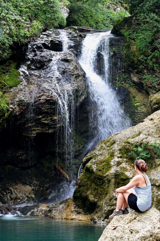 Am Ende der Klamm wartet der Šum-Wasserfall