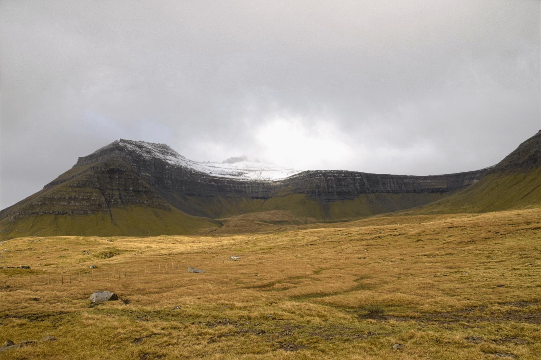 Der höchste Berg der Färöer Inseln - auch im Mai noch mit Schnee bedeckt