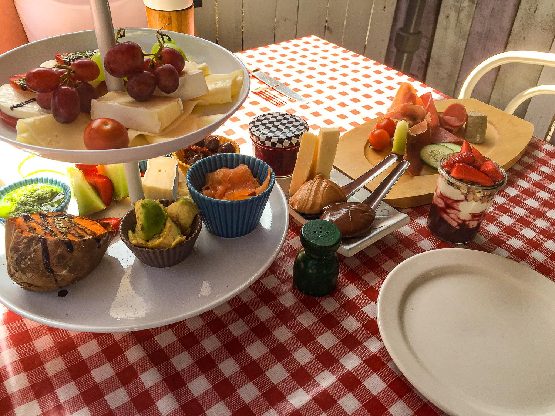 """Leckeres Frühstück im Garten der """"Guten Stube"""""""
