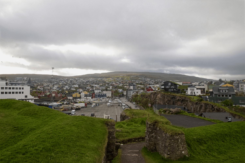 Blick auf Tórshavn von Skasin aus
