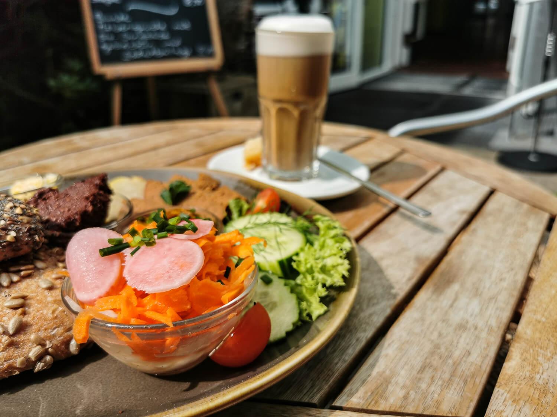 Im Sommer frühstück man am besten im Außenbereich.