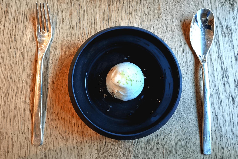 Zitronensorbet mit Marshmallo und Cookie als Basis mit Wodkasoße