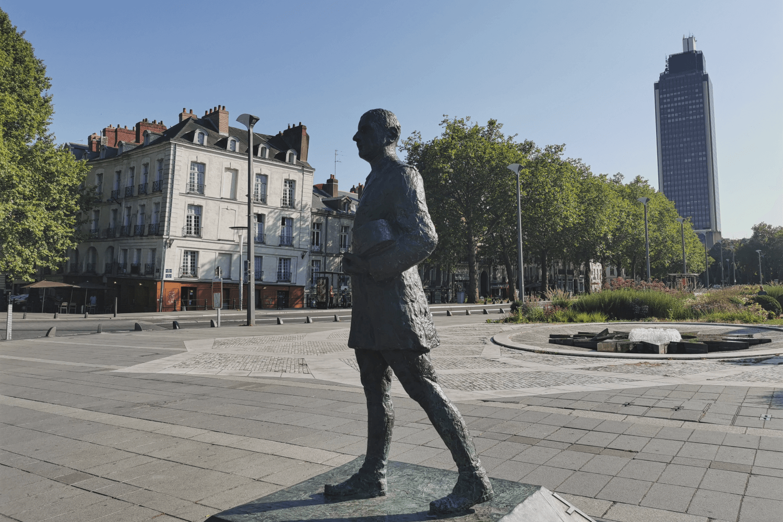 """Im Hinterground der Tour Bretage mit der Bar """"Le Nid"""" für den besten Ausblick über die Stadt"""