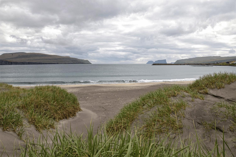 Der weiße Sandstrand von Sandur
