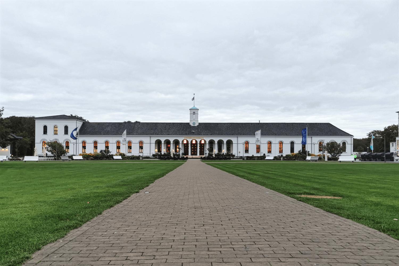 Kurpark und Conversationshaus im Hintergrund