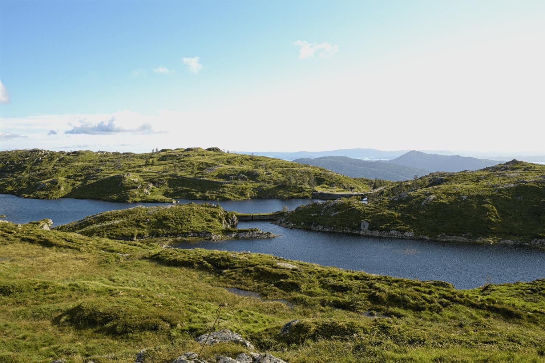 ...und vorbei an wunderschöner Landschaft