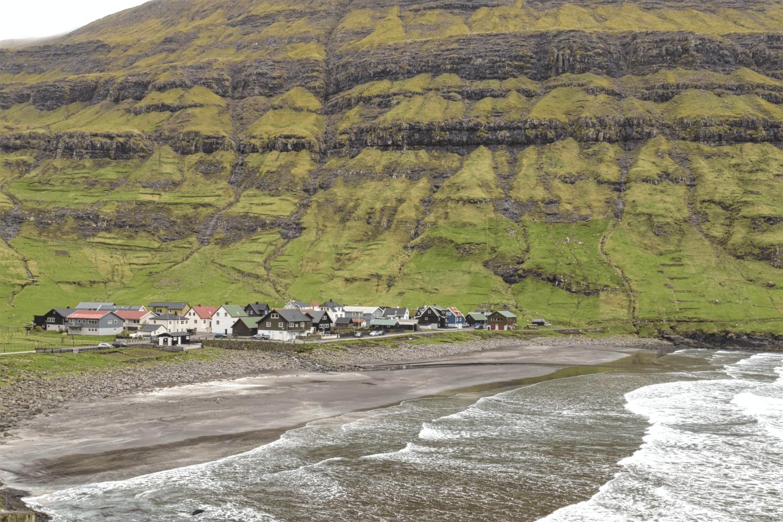 Vom Strand in Tjørnuvík...
