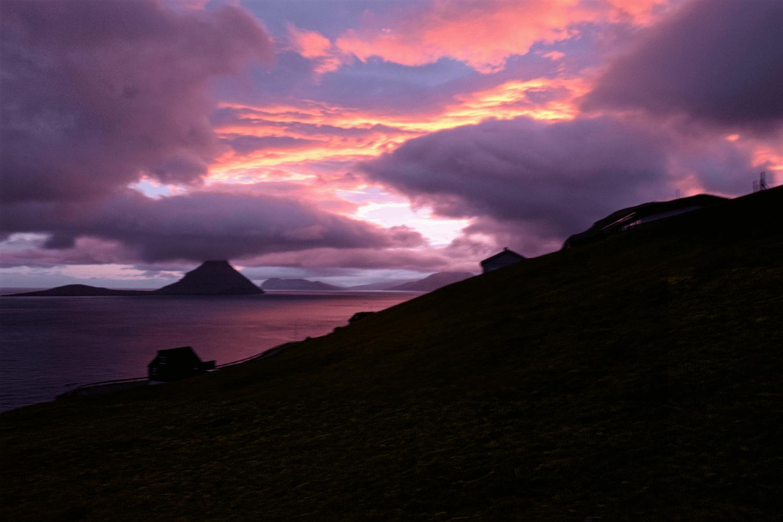 Den Abend rundete dieser farbintensive Sonnenuntergang ab