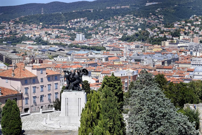 Der Ausblick vom Castello di San Guisto