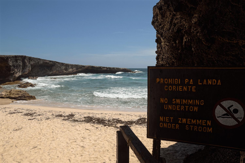 Das Baden am Boca Prins ist wegen der Strömung verboten