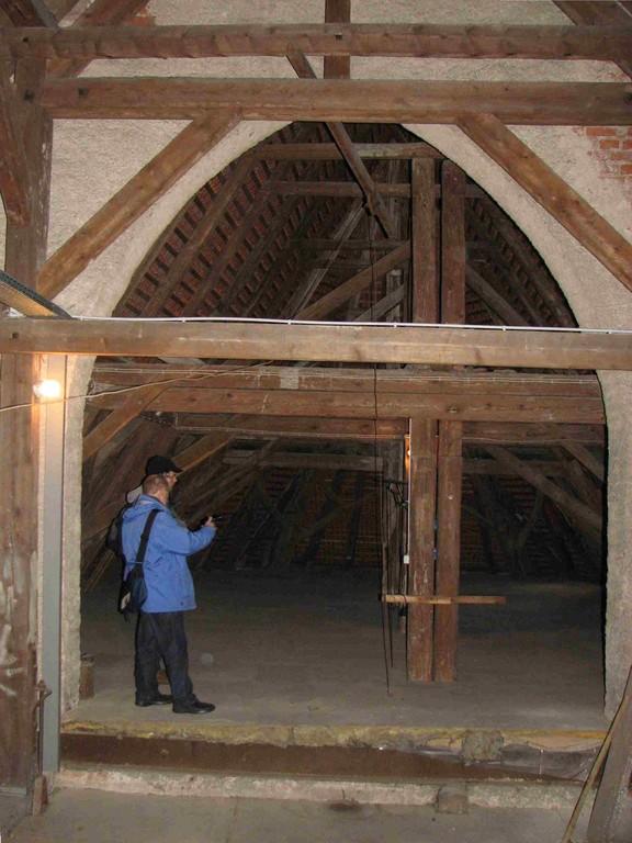 Im Dachstuhl des Kirchenschiffs