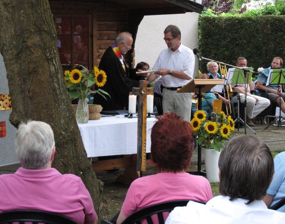 Verleihung von Plakette und Urkunde durch Dr. Martin Neub
