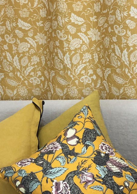 Penny Morrison, Crespecule Juane. Also available in black and white. Mixed with plain mustard Caravane Linen with black edging.