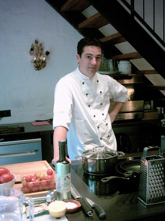 Der Cooking Agent Carsten Wagner beim goßen BBQ special Kochkurs