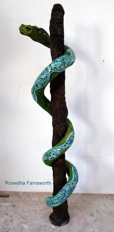 Fuchur die Glücksschlange 2010, NonaD (Kunststein), Glasmosaik, Acryl